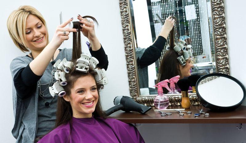 Где и как переучиться по профессии, специальности парикмахер