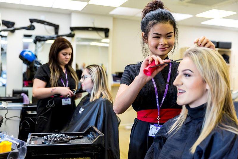 Где найти и как искать учебную студию (салон) парикмахеров