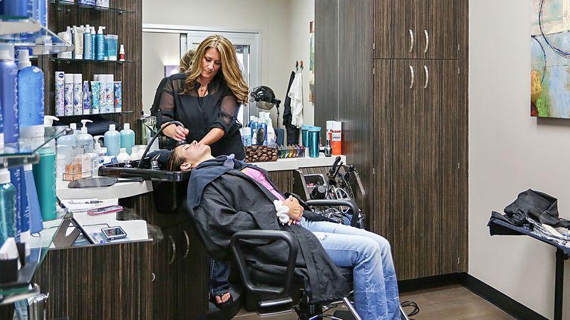 Как, где пройти и, что проходят в учебной студии (салоне) парикмахеров
