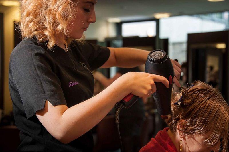 Как и где лучше учиться и как учат по профессии, специальности парикмахер